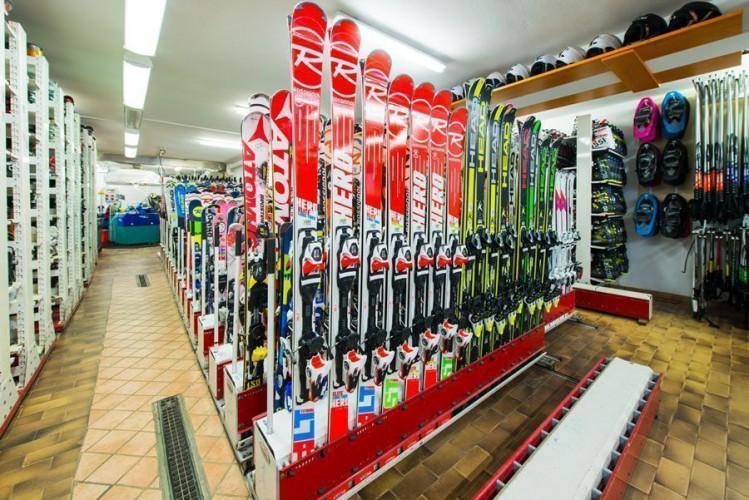 Erstes Bild zu Passo del Tonale - Uni Gruppen im Albergo Sciatori und Angelo - nur Vorbuchung Ausleihe Ski- und Snowboardmaterial und Liftpasserweiterungsbuchung